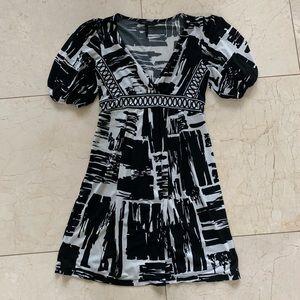 BCBG MAXAZRIA Like New XXS Dress with Short Sleeve
